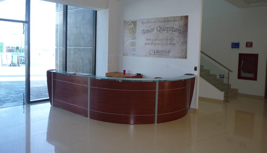 Espacios y proyectos amueblados por silieri koncept for Muebles de recepcion de oficina