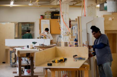 La industria mueblera en mexico requiere de renovacion a - Fabricas de madera ...