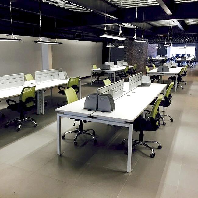 Escritorio operativo techms silver muebles de oficina for Muebles de oficina silieri koncept