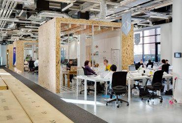 Cómo impacta el diseño de los espacios de trabajo en el rendimiento laboral de las personas